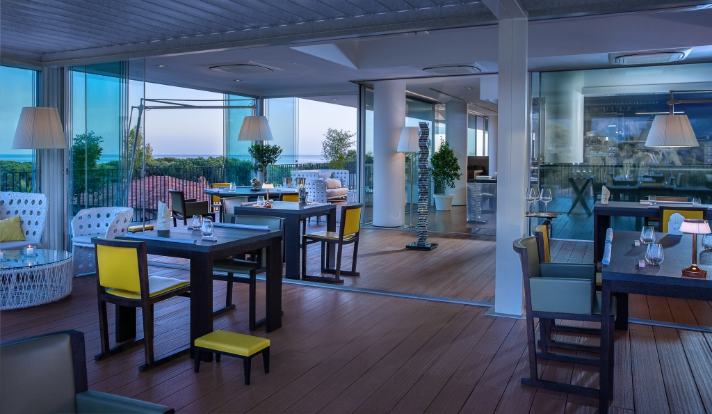 Lux Lucis Forte dei Marmi ristorante tavoli sedie hotel