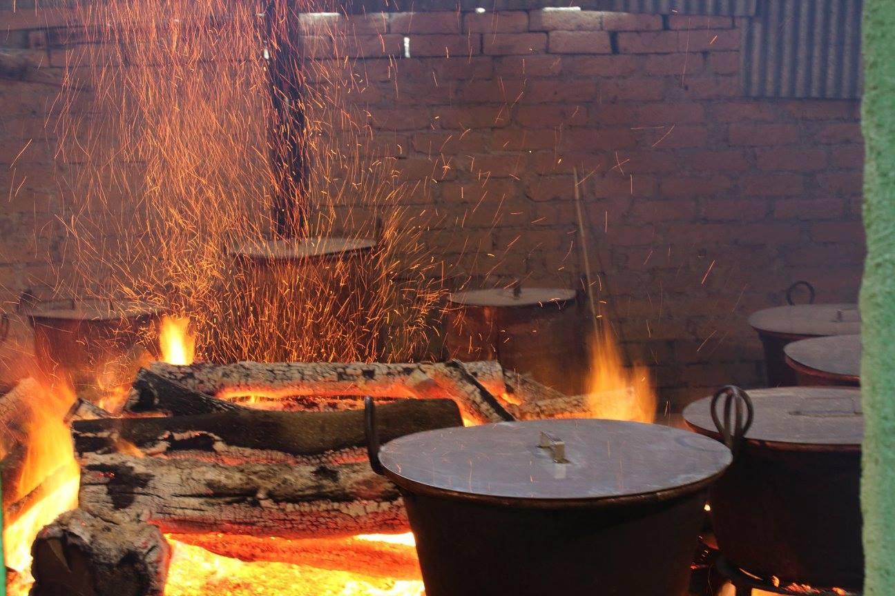 cucina-pranzo-purgatorio-fuoco-legna